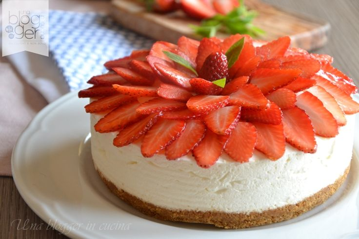 cheesecake alle fragole, ricetta senza cottura per un dolce cremoso e goloso a base di crema di formaggio, panna, biscotti e frutta. Una blogger in cucina.
