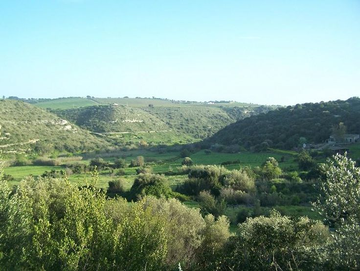 Traditional stone masseria with villa in the very exclusive and panoramic countryside area of Ragusa € 200000