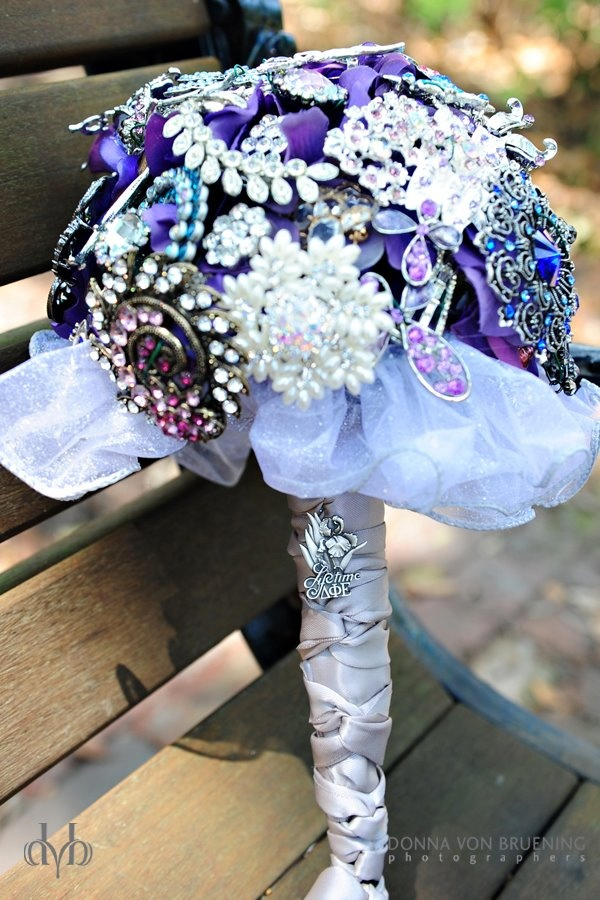 Bell's wedding bouquet, featuring her Lifetime Links sorority pin (photo DVB)Amazing Amanda, Sorority Pin, Brooches Bouquets, Wedding Bouquets, Purple Inspiration, Photos Dvb, Link Sorority, Pin Photos, Lifetime Link