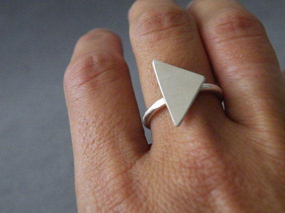 Sterling zilveren driehoek Ring geometrische moderne door SteamyLab