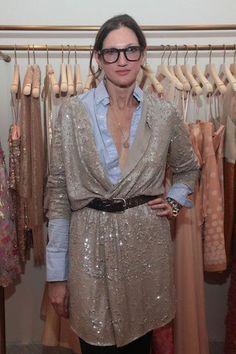 Sur le blog, le look de Jenna Lyons pour moins cher! Gilet en sequin et chemise bleue