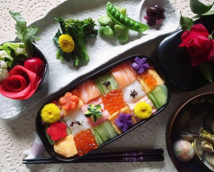 Japanese food. Mosaic sushi   #和食  レモン風味のすし飯で#モザイク寿司 を作ってみました(ノ´∀`*)  主な具はサーモン、イクラ、カニ、イカ、きゅうり、薄焼き卵です。  甘酢漬け (カリフローレ、ズッキーニ、ラディッシュ)  赤かぶの蜂蜜レモン漬け  菜の花の辛子和え  そら豆  あさりと菊花のお吸い物  #日本食 #お弁当箱  #お弁当 #海鮮 #お寿司  #寿司 #カラフル #料理 #一人暮らし #おうちごはん #クッキングラム  #japanesefood #mosaicsushi  #sushi #seafood #bento #lunchbox #colorful #cooking #homemadecooking #delistagrammer #food #foodart #foodpic