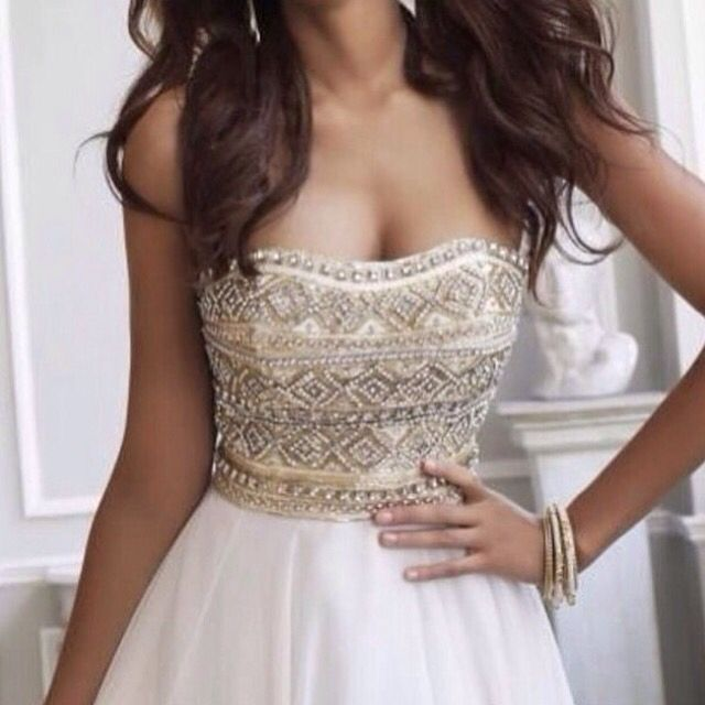 Prom or bridesmaids dress #dress #prom #bridesmaid #beaded #top #strapless #light #cream #ideas #gorgeous #невесты #подружки #платья #платье #выпускной #светло #кремовое #цвет #идеи