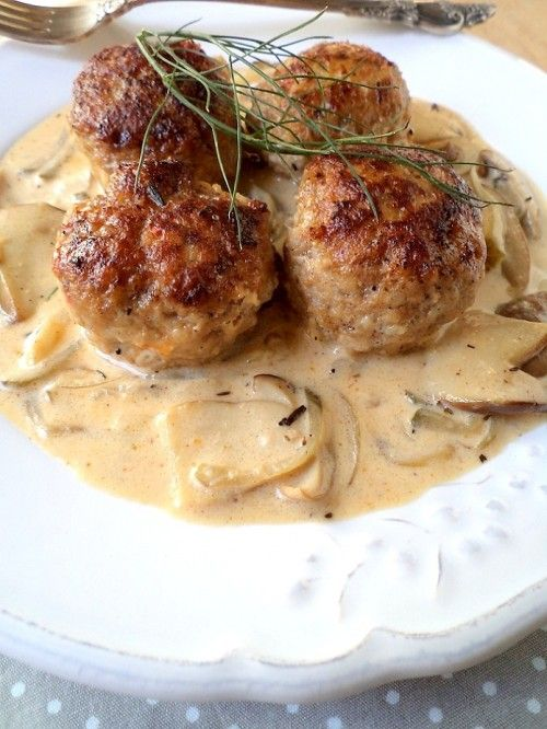 Stroganoff húsgolyók.    Need to get this recipe translated, it looks delicious!