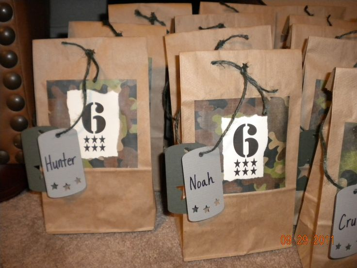 Army party favor bags. Look pretty simple enough to make.  Still want to use the ones with the handles from Dollar Tree, but will probably decorate them sort of like this.