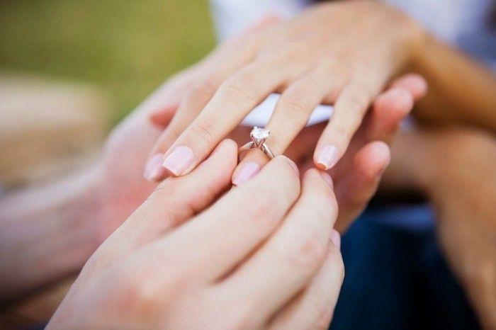 heiratsantrag machen brillantring verlobungsring