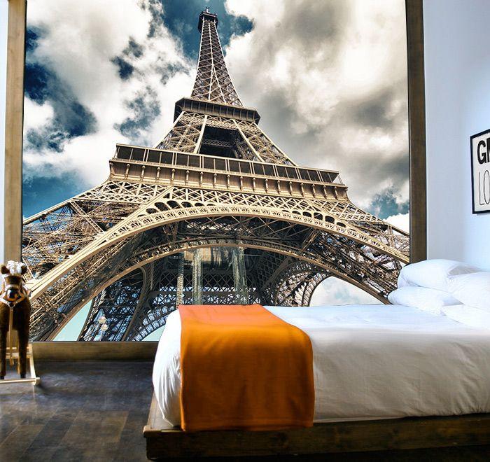 A los pies de la torre Eiffel es imposible levantarse con el pie izquierdo cada mañana ;)
