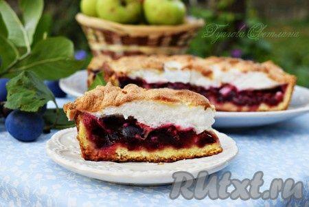 Сливово-яблочный пирог - это летнее наслаждение! Ароматный, кисло-сладкий, на песочном тесте, да еще и с нежнейшим белковым кремом сверху - этот пирог с яблоками и сливами стал любимым в нашей семье! Он прекрасно подойдет к кофе или чаю, а также к фруктовому компоту! Попробуйте приготовить - это ...