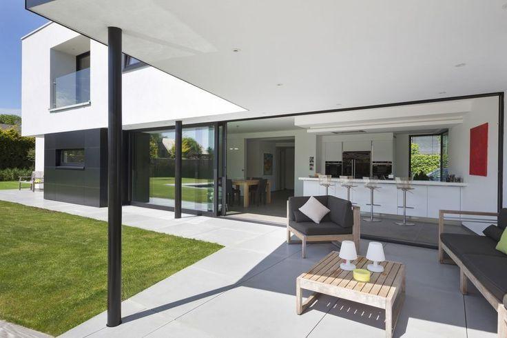 In beeld: een moderne, uitgelijnde woning met gedurfde volumes - Nieuwbouw - Ik Ga Bouwen.be