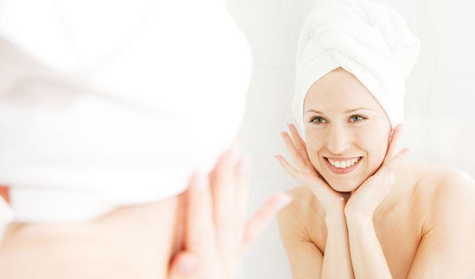 3 empfehlenswerte Anti-Aging-Wirkstoffe in der Hautpflege: Vitamin C, Glykolsäure und Hyaluronsäure