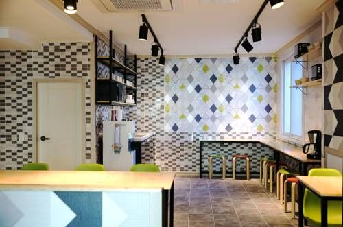 Moiri Guesthouse Yeosu Featuring free WiFi throughout the property, Moiri Guesthouse offers accommodation in Yeosu. Free private parking is available on site.  Each room is fitted with a private bathroom. For your comfort, you will find free toiletries and a hairdryer.