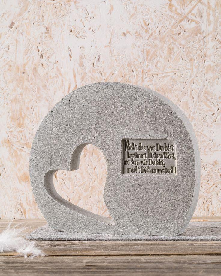 """Ein Herz aus Beton  (Idee mit Anleitung – Klick auf """"Besuchen""""!) - Mit einem Herzen aus Stein wird man nicht glücklich, aber ein Herz aus Beton basteln ist einfach nur stylish und trendy!"""