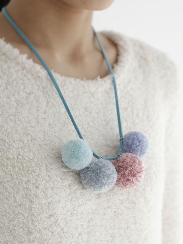 Love this pom pom necklace