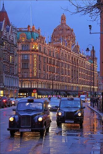 MUST-GO: Shopping at Harrods is every girls dream. #prettylights #blacktaxis
