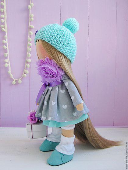 Купить или заказать Нарядная куколка в интернет-магазине на Ярмарке Мастеров. Нежная, яркая девочка. Выполнена с любовью. Станет прекрасным подарком и отличным украшением любого интерьера.