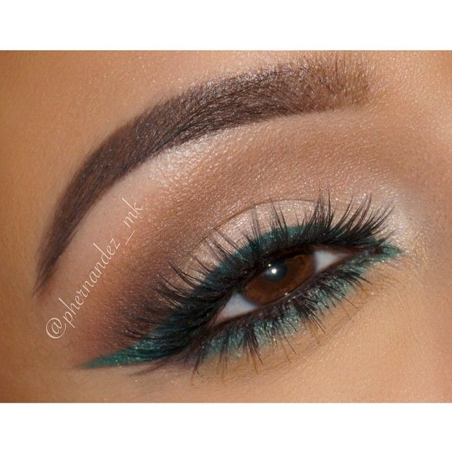 """Eyes of the day.. Love this @anastasiabeverlyhills Waterproof Creme Color in Emerald  perfect for a fall look. Plus pigmentation is ✅ and glides on like…"""