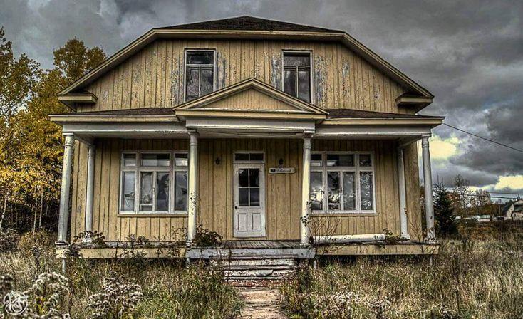 L'équipe de la page Maison abandonnée du Québec parcoure les routes du Québec afin de répertorié les maisons abandonnée du Québec pour l'amour de l'histoire et aussi par curiosité. Plus de 3 800 personnes suivent ce projet que je trouve très intéressant. J'aimerais bien qu'il fasse un petit guide pour savoir où se situe les différentes …