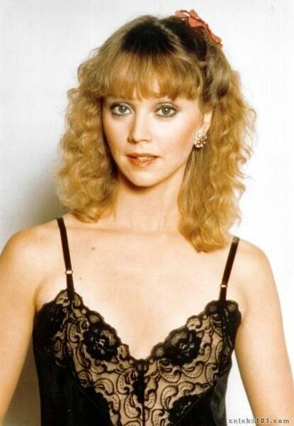 Shelley Long Nude Photos 27