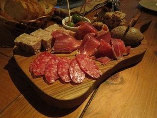 キュイジーヌ エ ヴァン アルル - 料理写真:シャルキュトリー盛合せ:パテ・ド・カンパーニュ、白カビのサラミ、サンダニエーレ、岩中豚のリエット、鶏レバーのパテ4