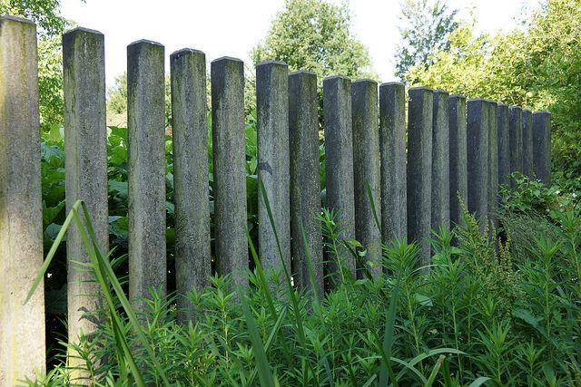 concrete fence Mien Ruys Tuinen | concrete in the landscape