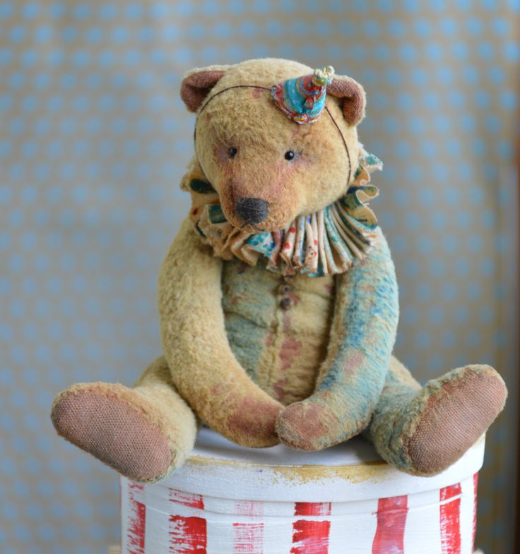 Kunstenaar teddybeer OOAK antieke teddybeer vintage speelgoed pluche zaagsel Soft sculpture teddybeer naar orde Сlassic teddybeer oude circus. door Teddybush op Etsy https://www.etsy.com/nl/listing/458352732/kunstenaar-teddybeer-ooak-antieke