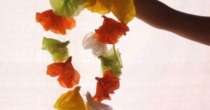 Aprenda como fazer colar havaiano. Esse artesanato é muito bonito e colorido e você pode usar para qualquer tipo de festa a fantasia. Veja também: Como fazer colar de madeira Como fazer fruteira Como fazer anel de arame Colar havaiano Materiais Papel crepom Fio Tesoura Passo a