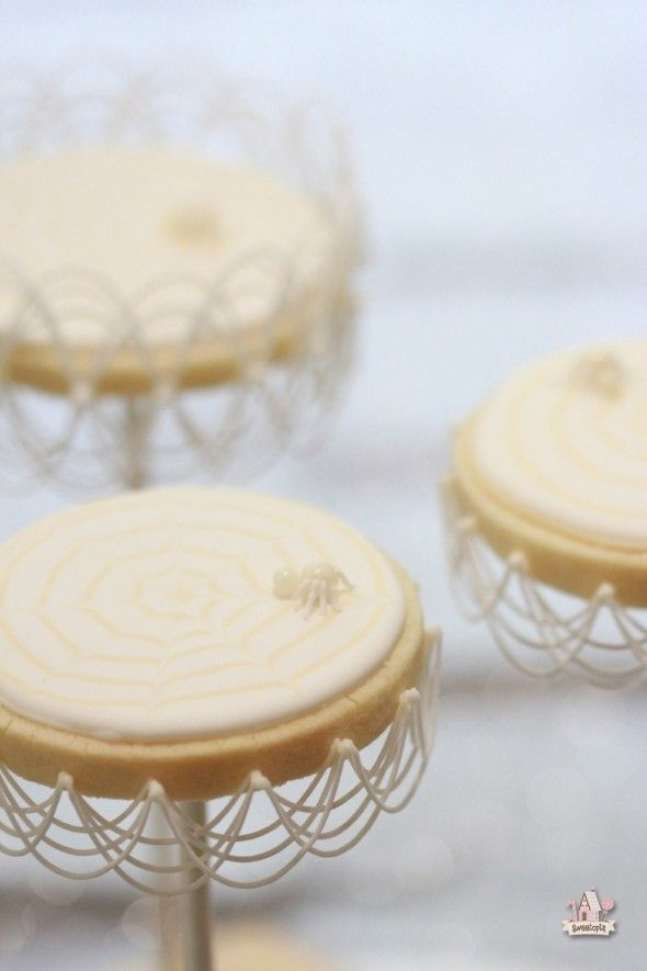 {Video} How to Do Basic Royal Icing Stringwork - Halloween Spider Web Cookie Pops | Sweetopia
