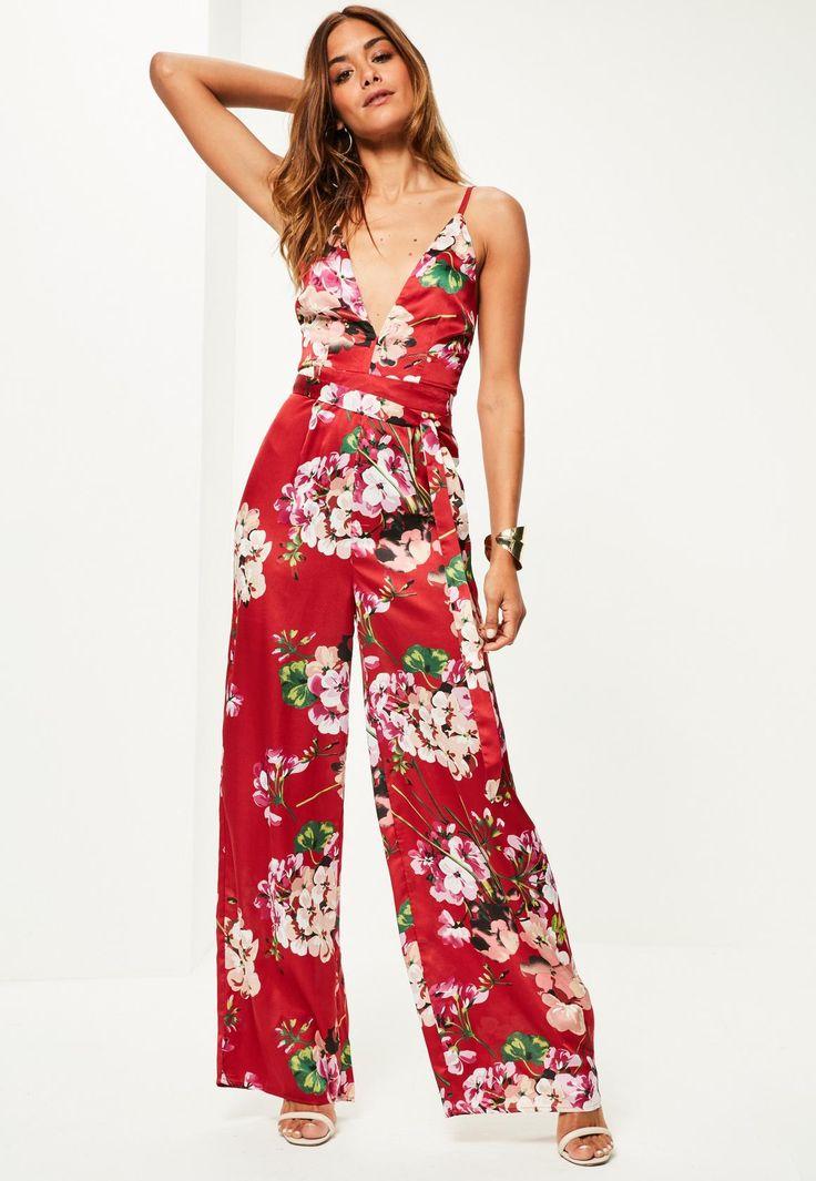 Missguided - Mono largo con tirantes estampado floral de seda en rojo