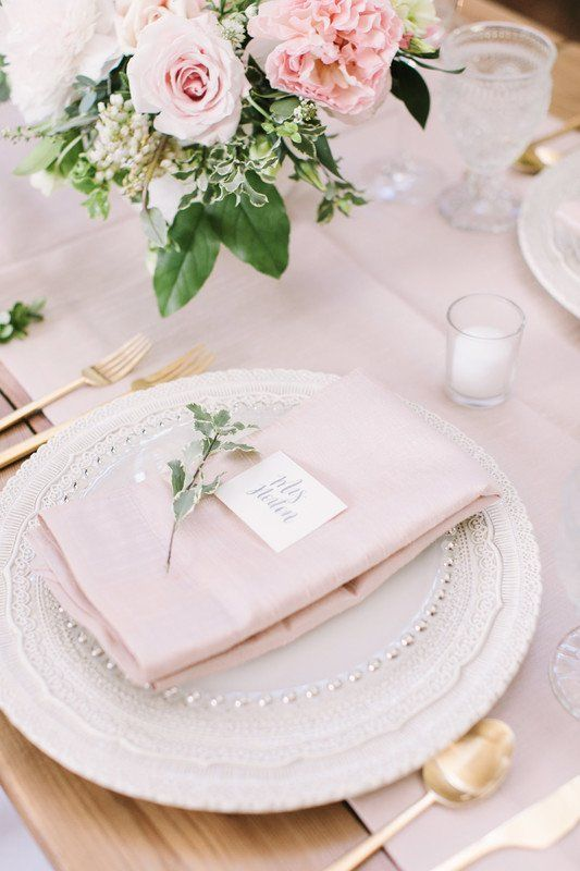 Classic #wedding place setting idea - clear charge with blush napkin and simple name card & 813 best Wedding Place Setting u0026 Table Setting Ideas images on Pinterest