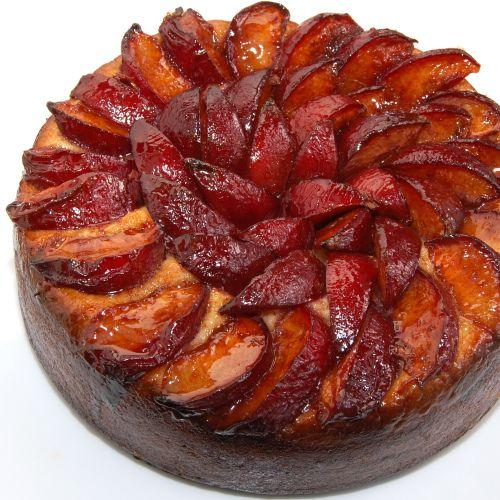 Pflaumenkuchen (Plum Cake)  Ohhhh.... Yum!  My mom use to make these each Holiday season.