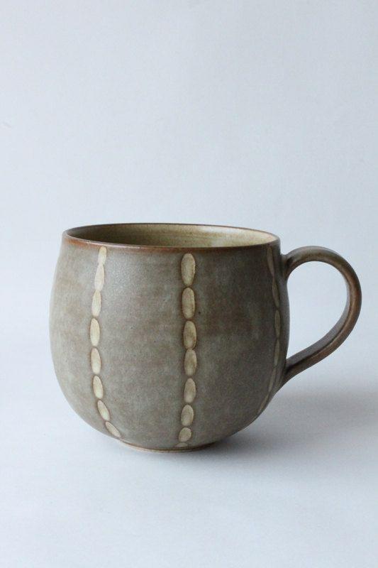 brown mug with carved line by mayumiYceramics on Etsy, ¥3200