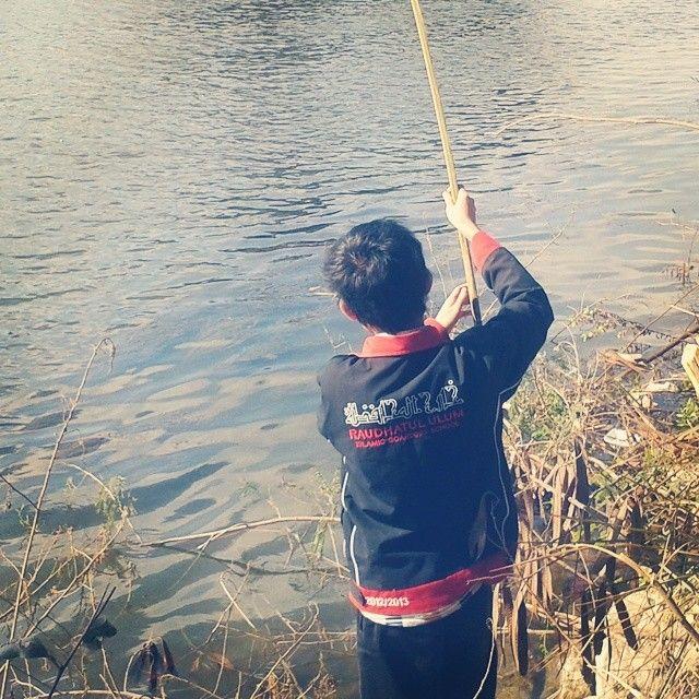 Jika ingin dapat ikan di sungai/laut, maka kita perlu pancingan, umpan dan sabar. Begitupun kesuksesan jika ingin diraih. :)