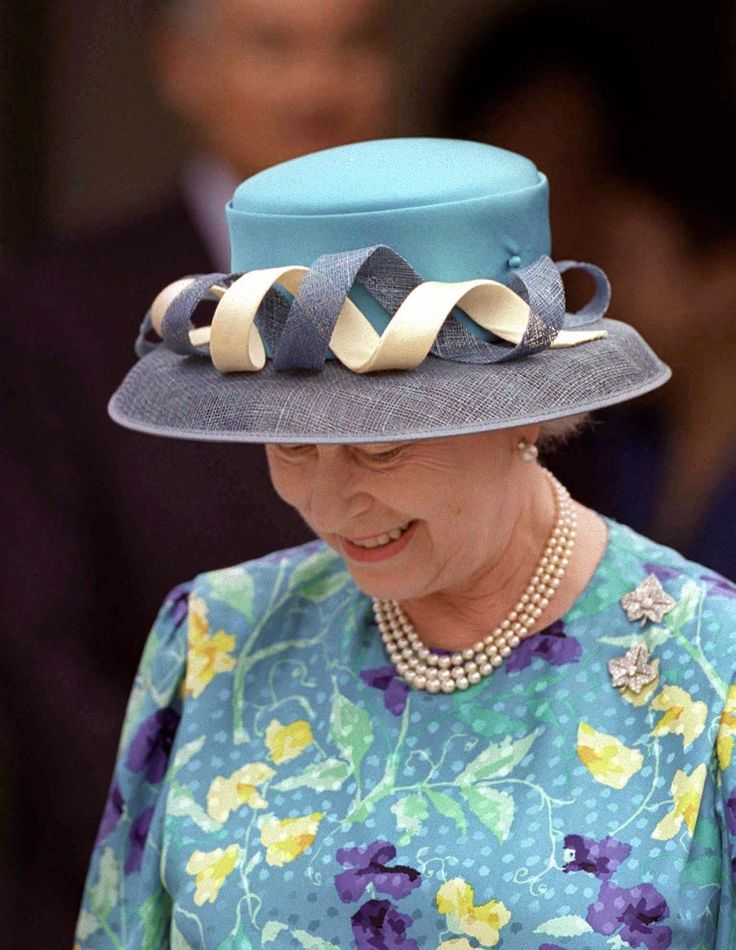 51 of Queen Elizabeth's Best Hats    1988:a bow to her Majesty.to think about from Jehovas witness :why do we grow old and die?Genesis 3:17 and Romans 5:12