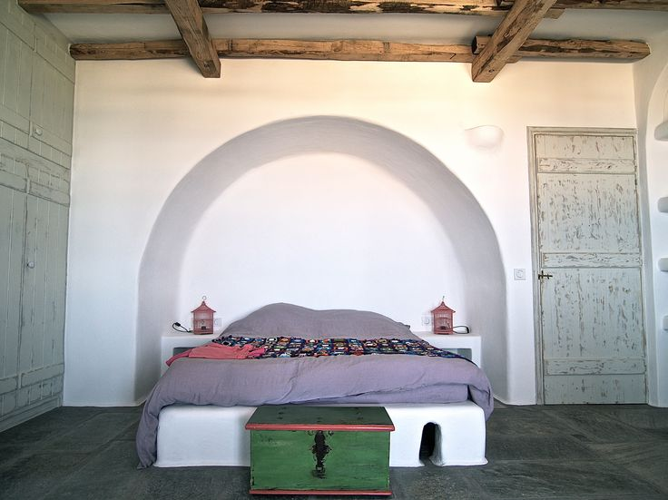 Arched bedroom. Built bed and night tables.