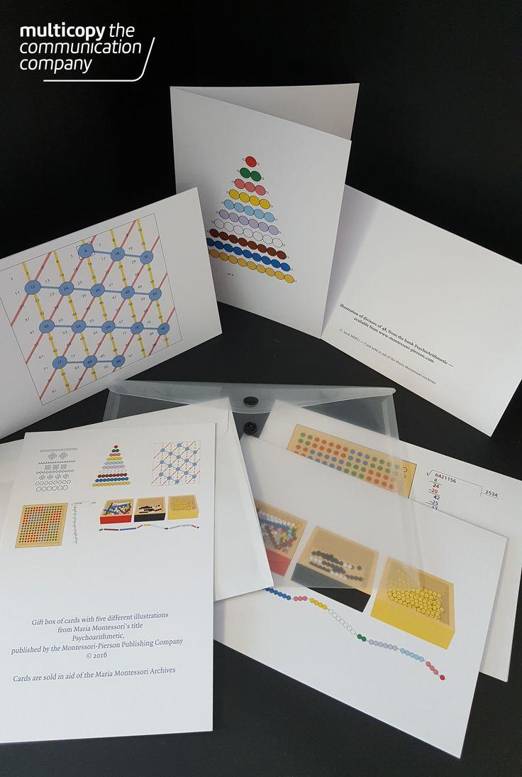 Een complete set met kaarten, samen met enveloppen in een plastic mapje en een overzichtskaart.