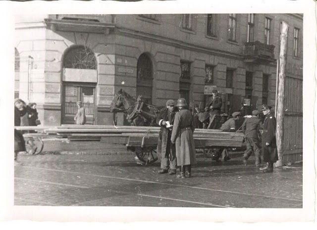 A Vida no Front: Tratamento aos trabalhadores judeus no Gueto de Varsóvia