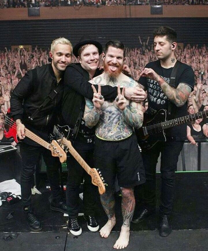 this is duh a cute picture look at Pat and Andy with joe looking confusedly at Andy's shoulder and Let's getting cosy again Pat and Andy's lil tongue just they're so cute