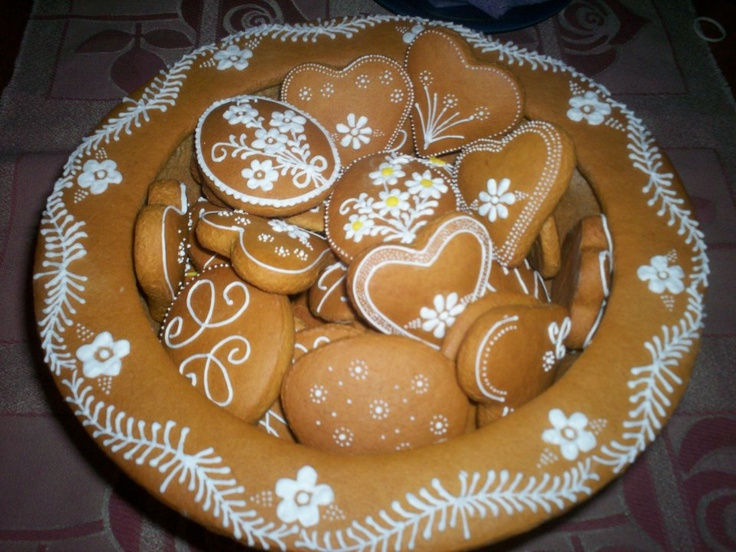 Hungarian Mezes Kalacs honey based cake and cookies