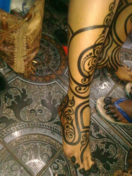 Sudanese Henna is a sign of cleanliness and a sign of refreshness to return to obligations and duties after a child is born which is why there skin is decorated in henna.