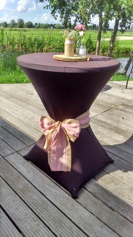 Bruiloft W&S #trouwen #bruiloft #augustus #weddingdecoration #wedding #bruiloftdecoratie #bow #strik #jute #oudroze #burlap #pink #love #boomschijf #flowers #statafel #theme #thema #handmade #diy #dream