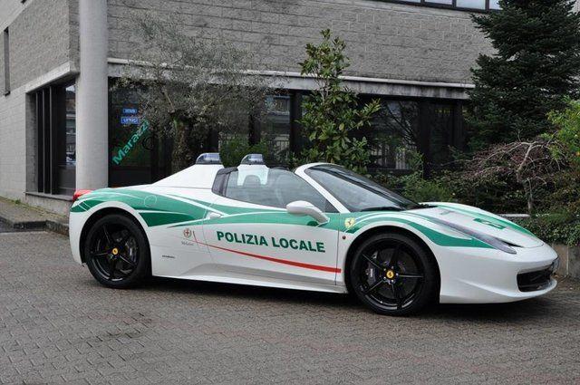 Una Lamborghini per la Polizia, una Ferrari per la Locale di Milano