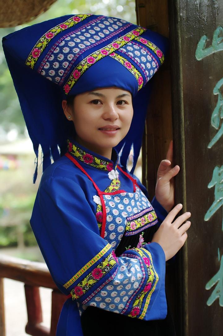 Zhuang Costume