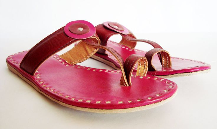 leather slippers pink in colour,everyday flats,Vintage Indian leather flipflops,designer leather flats,woman leather slippers by BONJOURstore on Etsy https://www.etsy.com/listing/193167908/leather-slippers-pink-in-coloureveryday