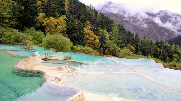 Piscina natural: Conoce estas terrazas de calcita en Huanglong