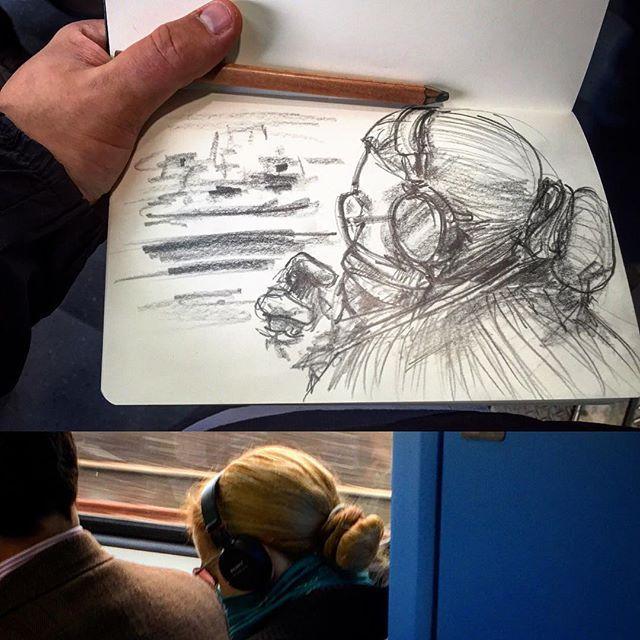 #gentequesedibujaeneltren #sketchbook #bocetorapido #boceto #lapiz #pencil #dibujar #dibujo