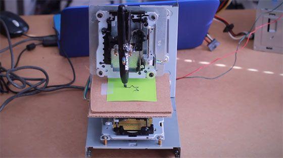 Cómo hacer una mini CNC con viejos CD-ROMs y Arduino - BricoGeek.com