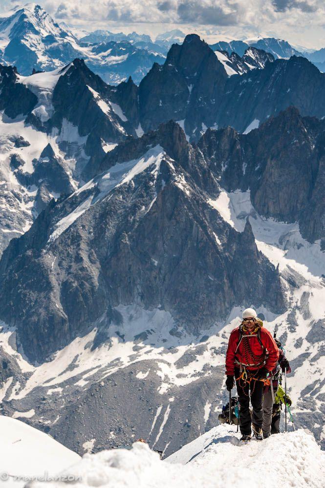 Alpinistas en los alpes