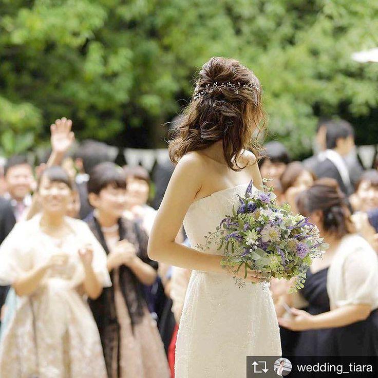 . 女性ゲストお待ちかねの#ブーケトス タイム #ガーデンウェディング なら開放感をたっぷりと感じながら楽しんでいただけます . Repost from @wedding_tiara . . #tiara#amboel#wedding#tiarawedding1995#love#photo#instawedding #ティアラ#アムボエル#ウェディング#ティアラウェディング#レストランウェディング#オリジナルウェディング#ガーデンウェディング #岡山#花嫁#岡山花嫁#プレ花嫁#卒花嫁#結婚式場#結婚式場探し#結婚式準備#岡山のプレ花嫁さんと繋がりたい#日本中のプレ花嫁さんと繋がりたい #ウェディングドレス#ブーケ#2018秋婚 #2018春婚 #ウェディングブーケ