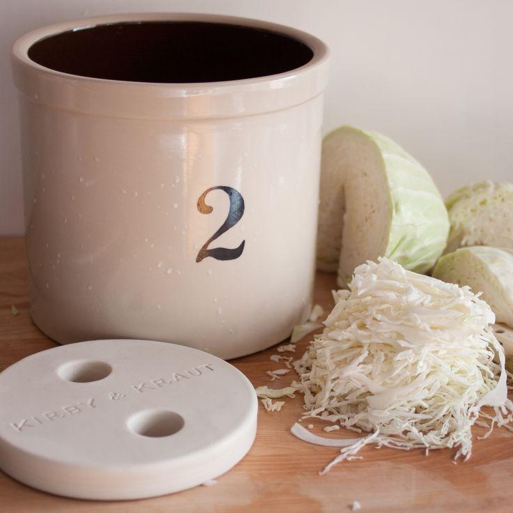 Lag smaksrike og sunne fermenterte grønnsaker i en fermenteringskrukke. La deg friste av disse friske grønnsakene som kan brukes som tilbehør til nesten alt fra kjøtt, fisk og salat.