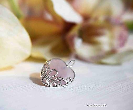 Čipka z bieleho zlata / gold laced heart Rose quartz